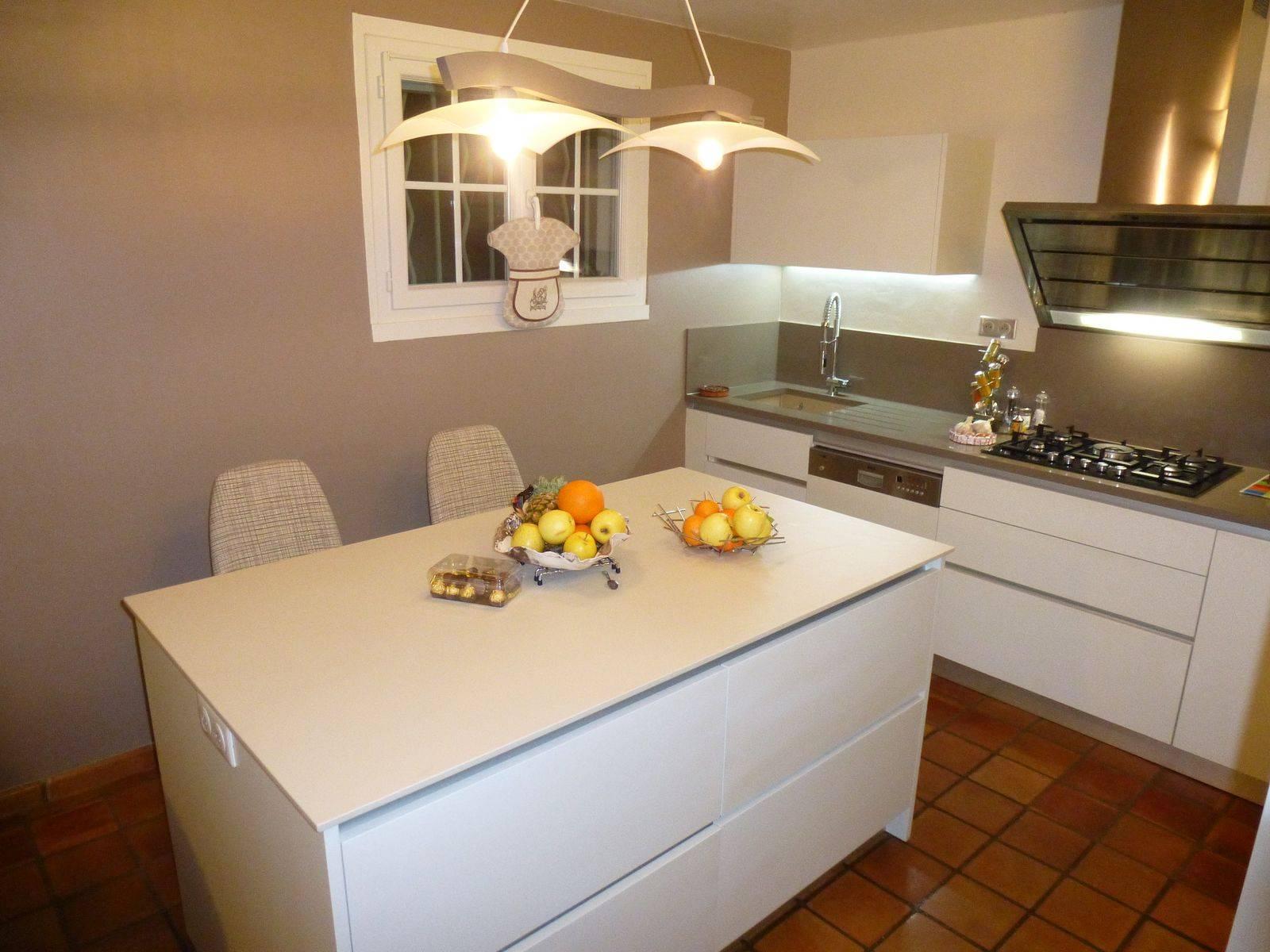 cuisine laque blanche mod le int gral atelier bois deco. Black Bedroom Furniture Sets. Home Design Ideas