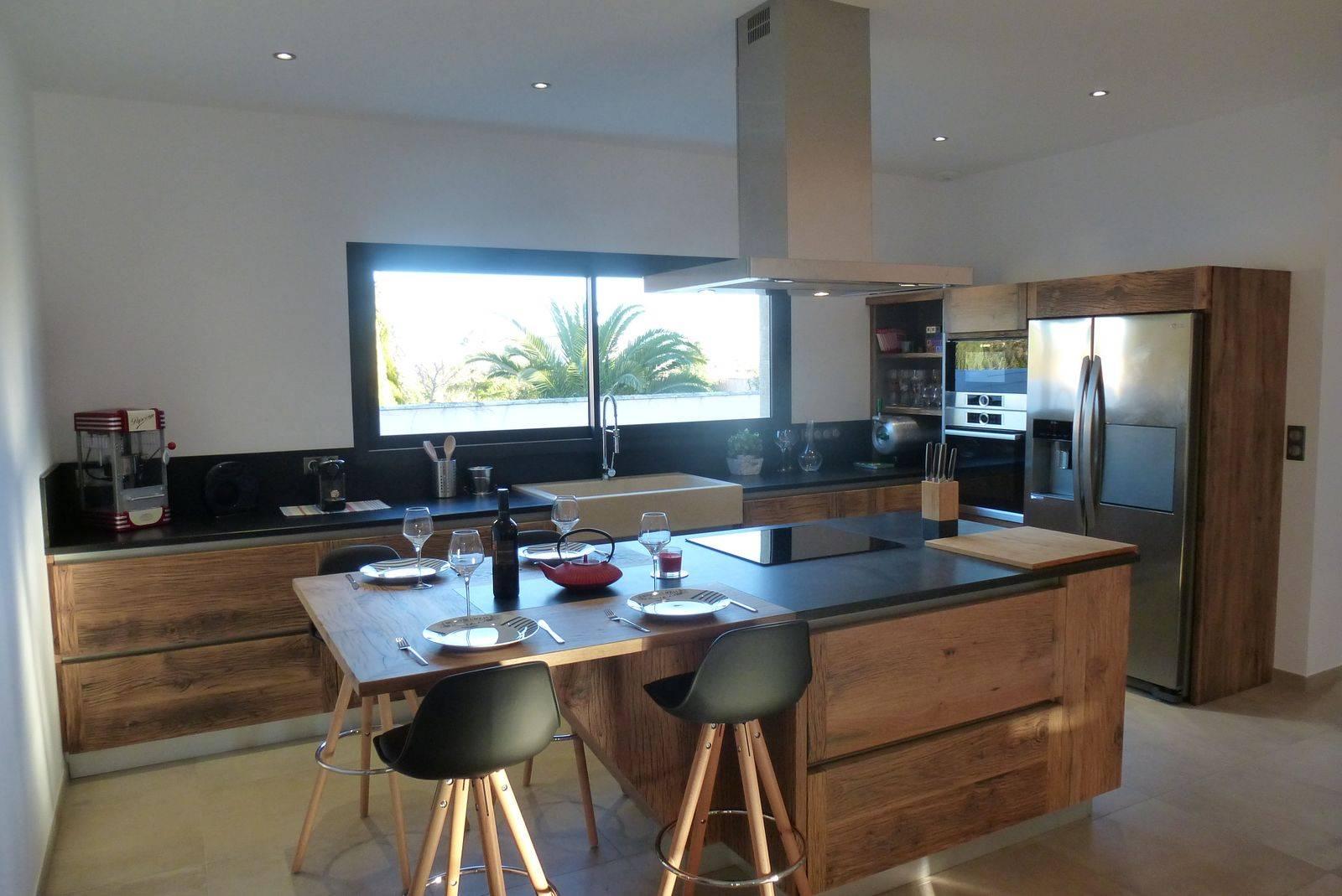 cuisine contemporaine en bois massif - ATELIER BOIS & DECO