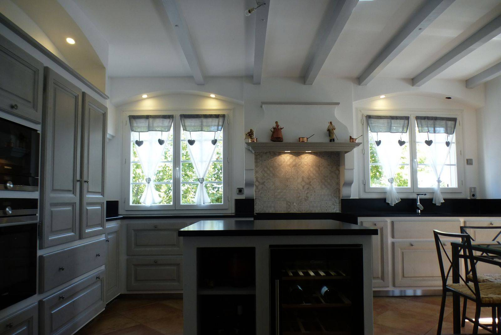 cuisine proven ale moderne en ch ne r alis e orsan dans. Black Bedroom Furniture Sets. Home Design Ideas